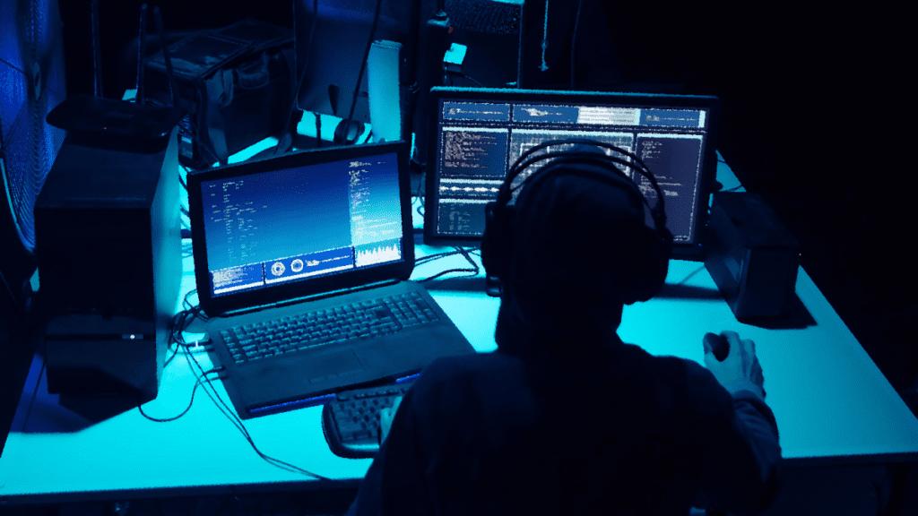 Украинские правоохранительные органы арестовали всемирно известного хакера, информационная безопасность курсы онлайн Алматы